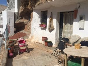 Pretty cave house in a popular village. SAL136