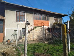 Old house for restoration, 2000m2 yard