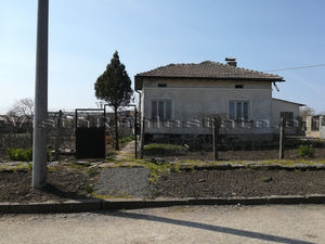 SOLD Big house in liveable condition 5 min to a town
