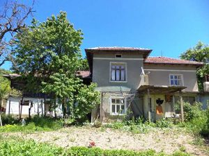 Spacious house with panoramic views in Yantra village