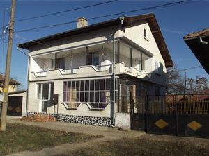 Solid country house with plot of land 20 km from big city
