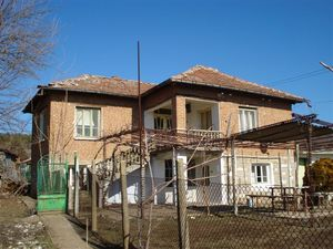 Two-storey house with garden for sale in Srem