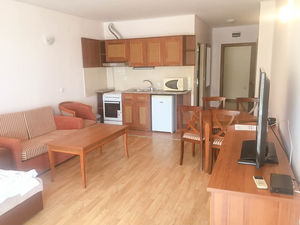 Furnished 1-bedroom apartment with sea view in Caesar Palace