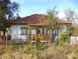 Lovely house in excellent condition near the town of Elena