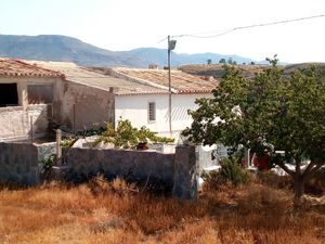 Beautiful country property with a garden. FPRN03