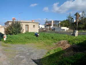 Detached House. Garden for Refurbishment. 100m to the Sea