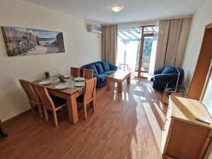 Lovely two bedroom front line apartment !!!