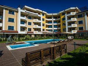 Lovely new 2 bedroom unit 500 meters from the beach.