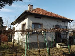 Country house with annex, garage and land located in village