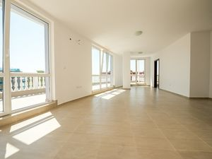 Fantastic penthouse with large terrace and sea views