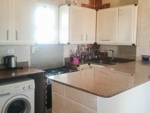 Fully furnished 2 beds within a short walk from the beach