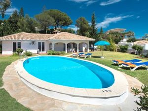 Villa with stunning views of mountain and sea