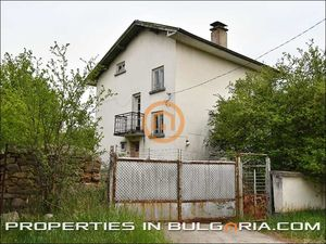 Solid rural house near hot mineral water baths