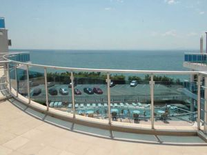Fantastic apartment with direct sea views and large terrace!