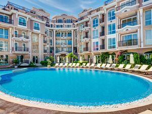 Apartment in luxurious year round complex Izida Palace