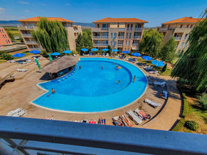 1-bedroom apartment with pool view in Sunny Day 6