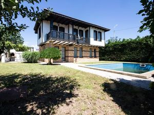 House with 3 bedrooms, 3 bathrooms and swimming pool Balchik