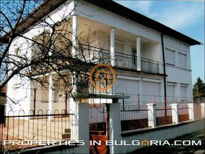 Solid family house near Danube River and Bg / Ro border