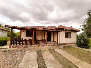 House with 2 bedrooms/2 bathrooms, 15 min drive to the Sea