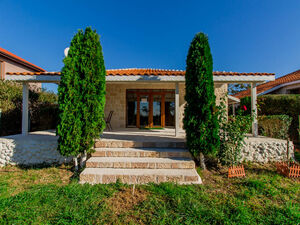 Detached Home with 2 bedrooms just 6 km from Sunny Beach