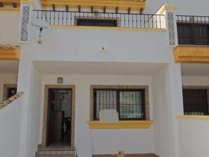 Terraced house 2 kilometers from the sea