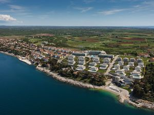 Farkaš immo sell luxury apartment in golf resort, Umag