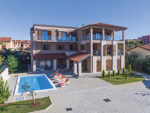 Vlla with pool 3rd row from the sea near Pula for sale