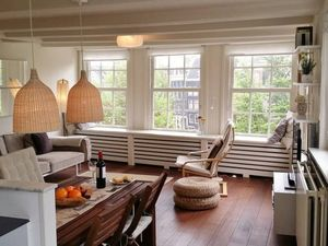 Cosy and central apartment with amazing canal views!
