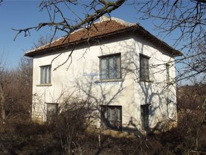 House in good condition 40 km from Vratsa with spacious yard