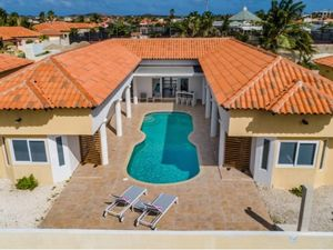 Short Term Rental Villa in Palm Beach Aruba