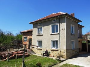 A partly renovated 3 bedrooms house with 1300 sq m garden