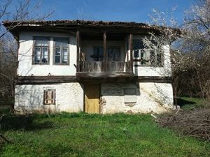 An old house with a stone barn, garage and 2800 sq m of land