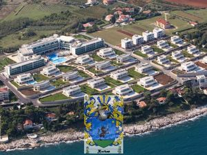 Farkaš sells exclusive villas in a golf resort, Umag