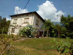 Cozy Bulgarian house for sale near River and 70 km from Sofi