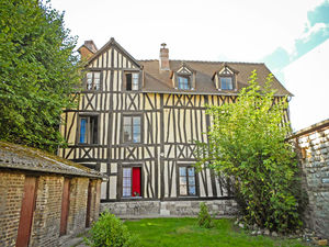 Residential building - rental investment in Normandy