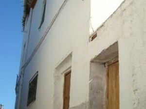 Character town house only 30,000 €. FSRN01