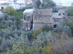 Village house with a large mature garden. MKTBYQ01