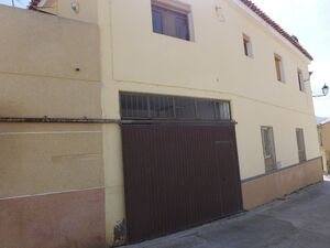Large family home. MATOO3a.