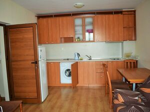Cozy, fully furnished one-bed apartment in Amadeus V!