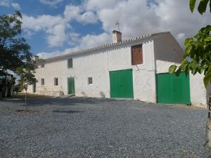 Lovely farmhouse with land. JLCLL01