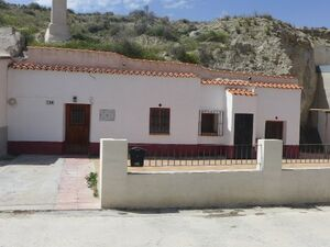 Pretty cave house with views. SAL087
