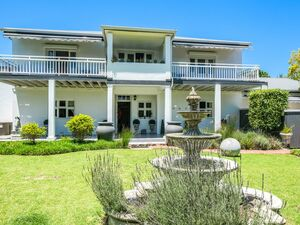 FULLY FURNISHED Luxury Family Home (10 Bed/11Bath)