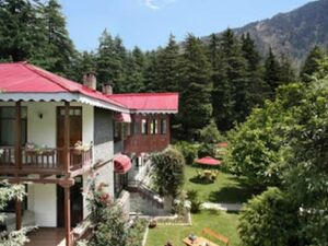 Beautiful Star category hotel for sale in Manali