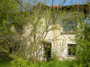 Old property with quiet location up for sale at a good price