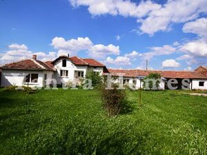 Renovated house with two annexes in the village of Butovo