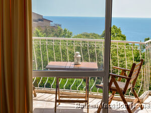 One-bedroom apartment with an amazing sea view in Karvana