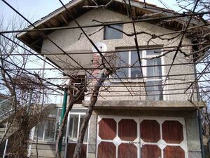 House for sale with a garage 34 km away from Varna