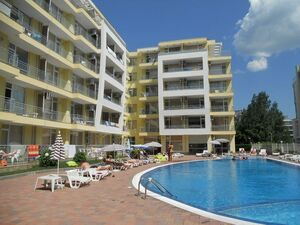 Studio with Frontal Pool view in Sunset Beach 2, Sunny Beach