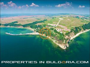Plots of building land for beach & wine-tasting tourism