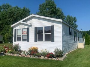 Amazing 3 beds 2 baths house for sale in Clay